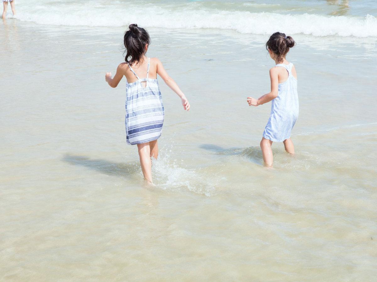 ホテルの下にある鍋田浜ビーチは波が穏やかな小さな入江。お子様にもおすすめ!