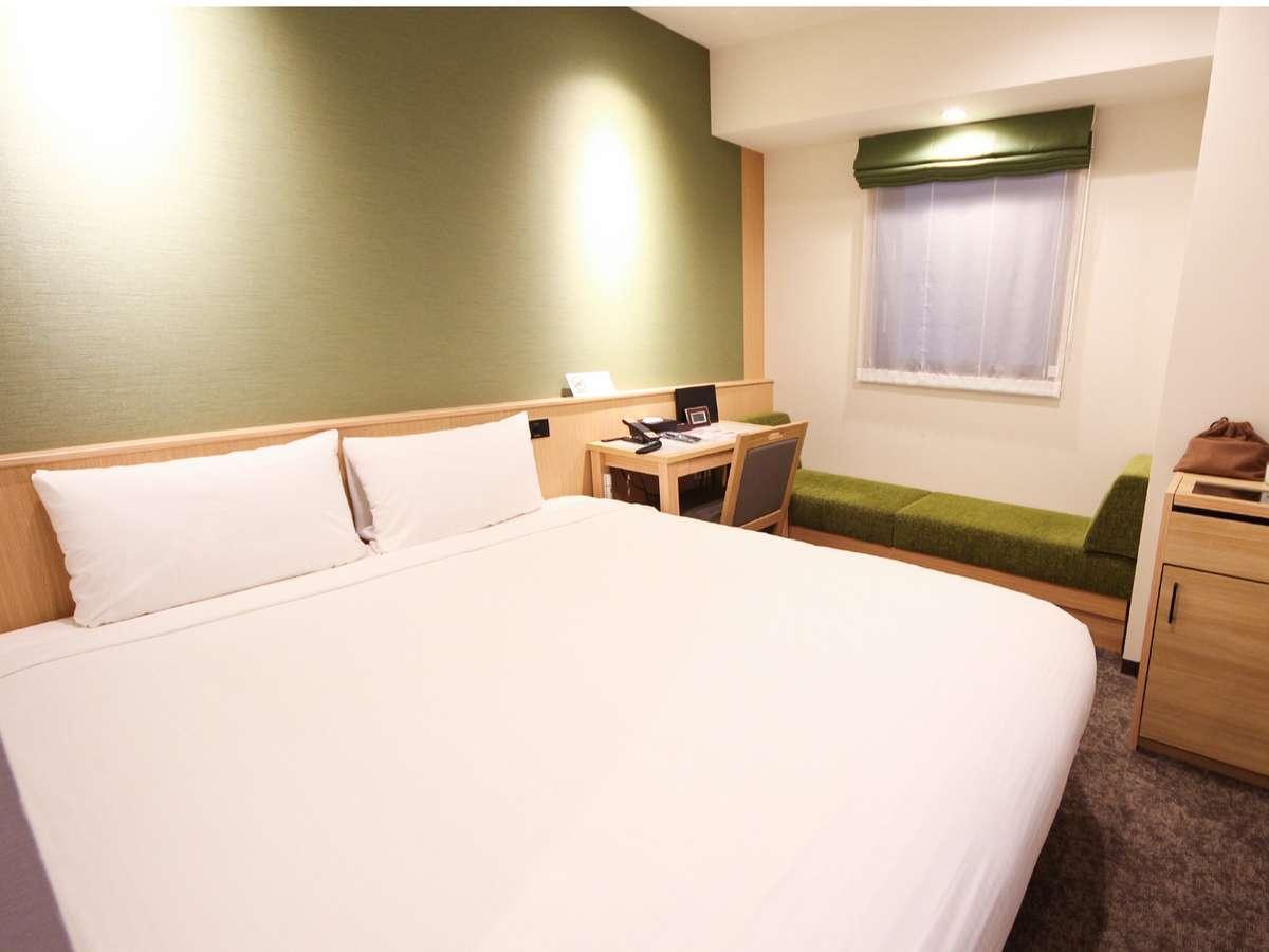 ダブルルーム<15㎡/ベッド幅160cm>