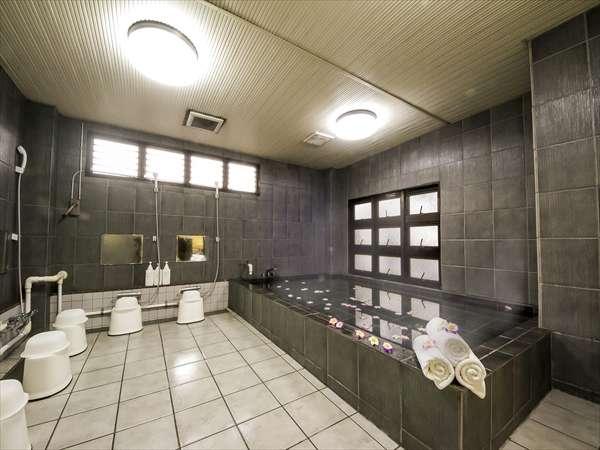 リニューアルして、清潔に。男性大浴場