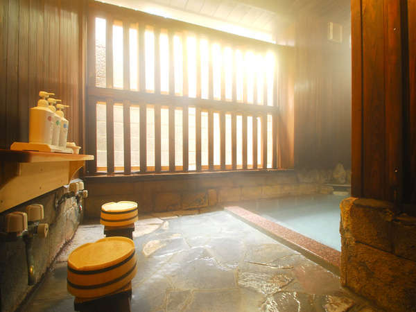 湯冷めしにくい、やや深めの湯船で特に冷え性の方に最適なお風呂
