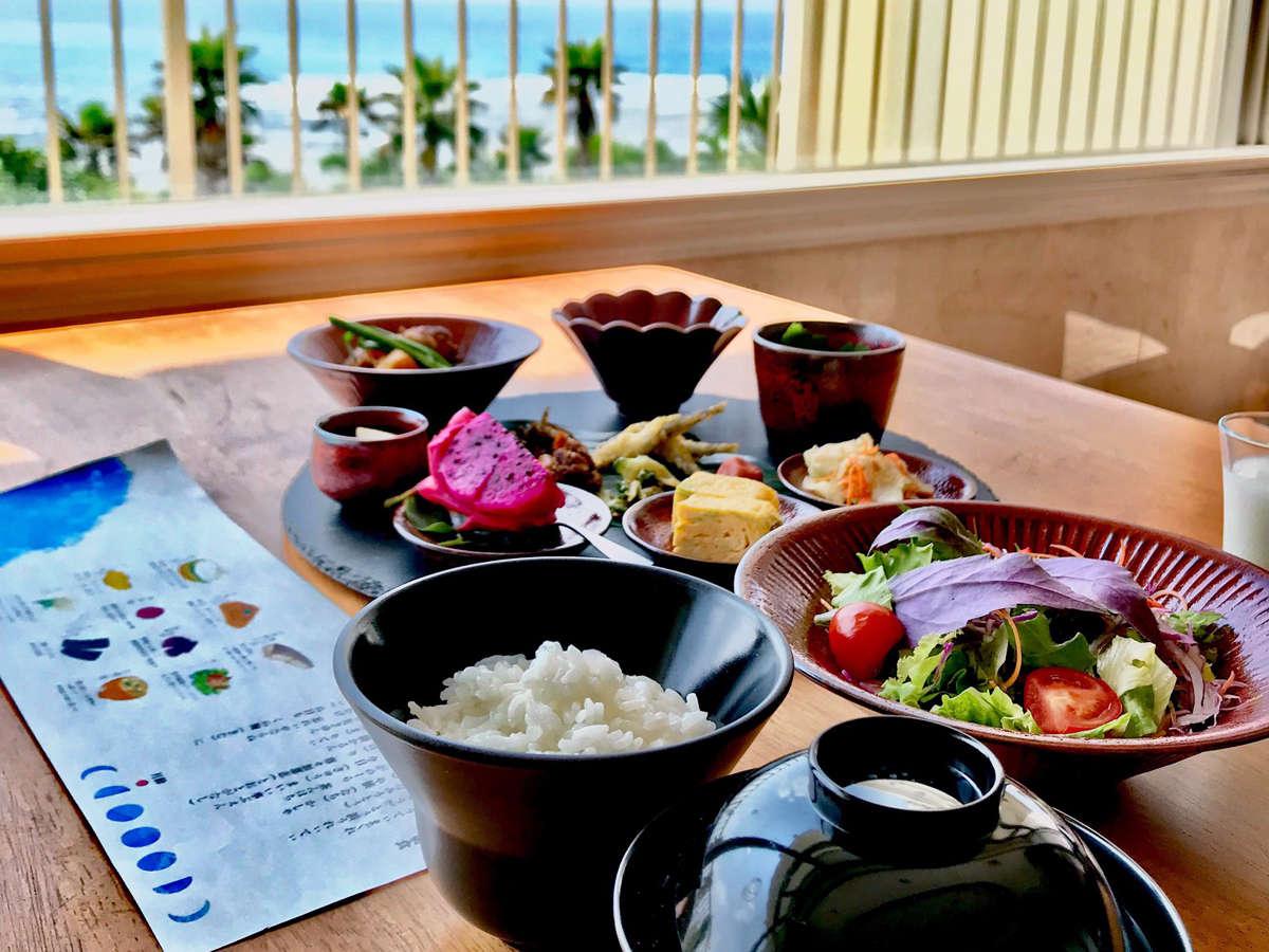 【朝食一例】海を見ながら優雅に朝食を♪