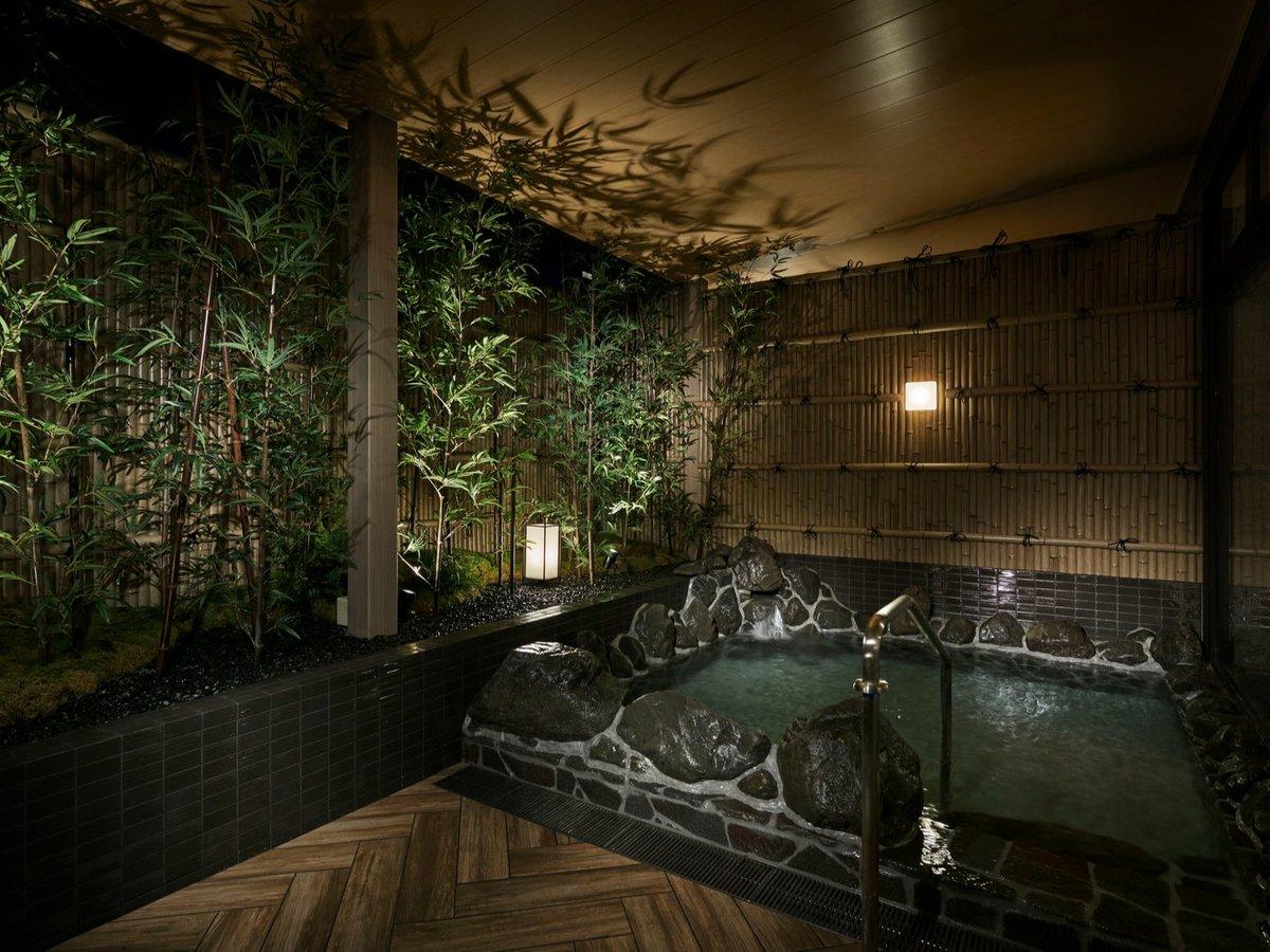 【露天風呂】やわらかな温もりに包まれる優雅なひとときを清潔な施設でお過ごしください