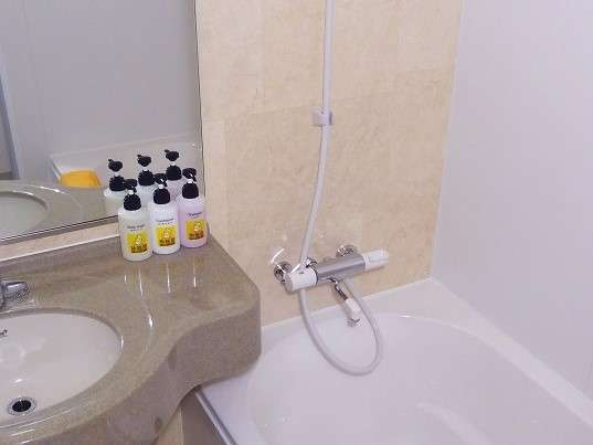 浴室はトイレ(洗浄便座付き)と独立しています。