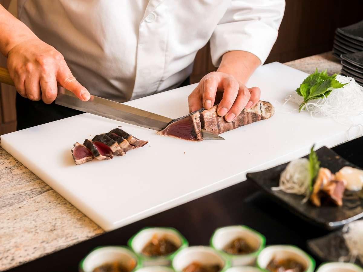 朝食は日替わりの新鮮なお刺身もご用意♪素材にこだわった和洋ブッフェをお愉しみくださいませ。