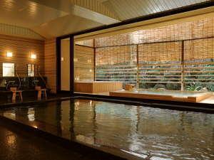 【天然温泉「日の出湯」】島内での希少価値のある良質の温泉は、心とからだを芯から温めてくれます