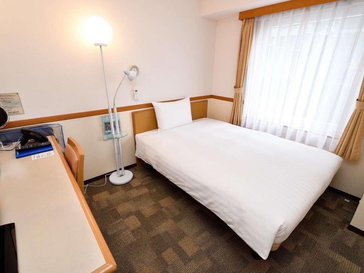 シングルルーム☆セミダブルサイズの広々ベットで快適睡眠☆