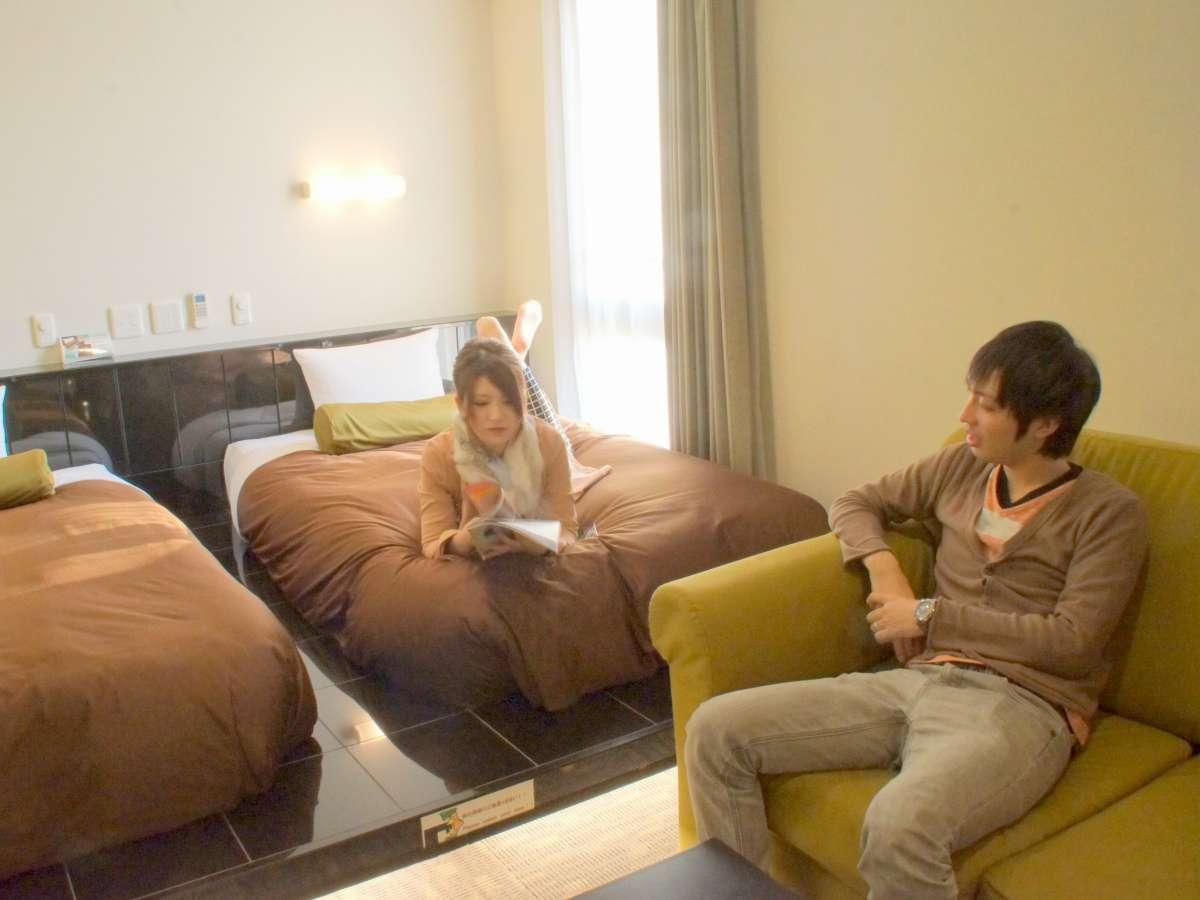 ツインルームには、120cm幅のベッドが2台備わっております。