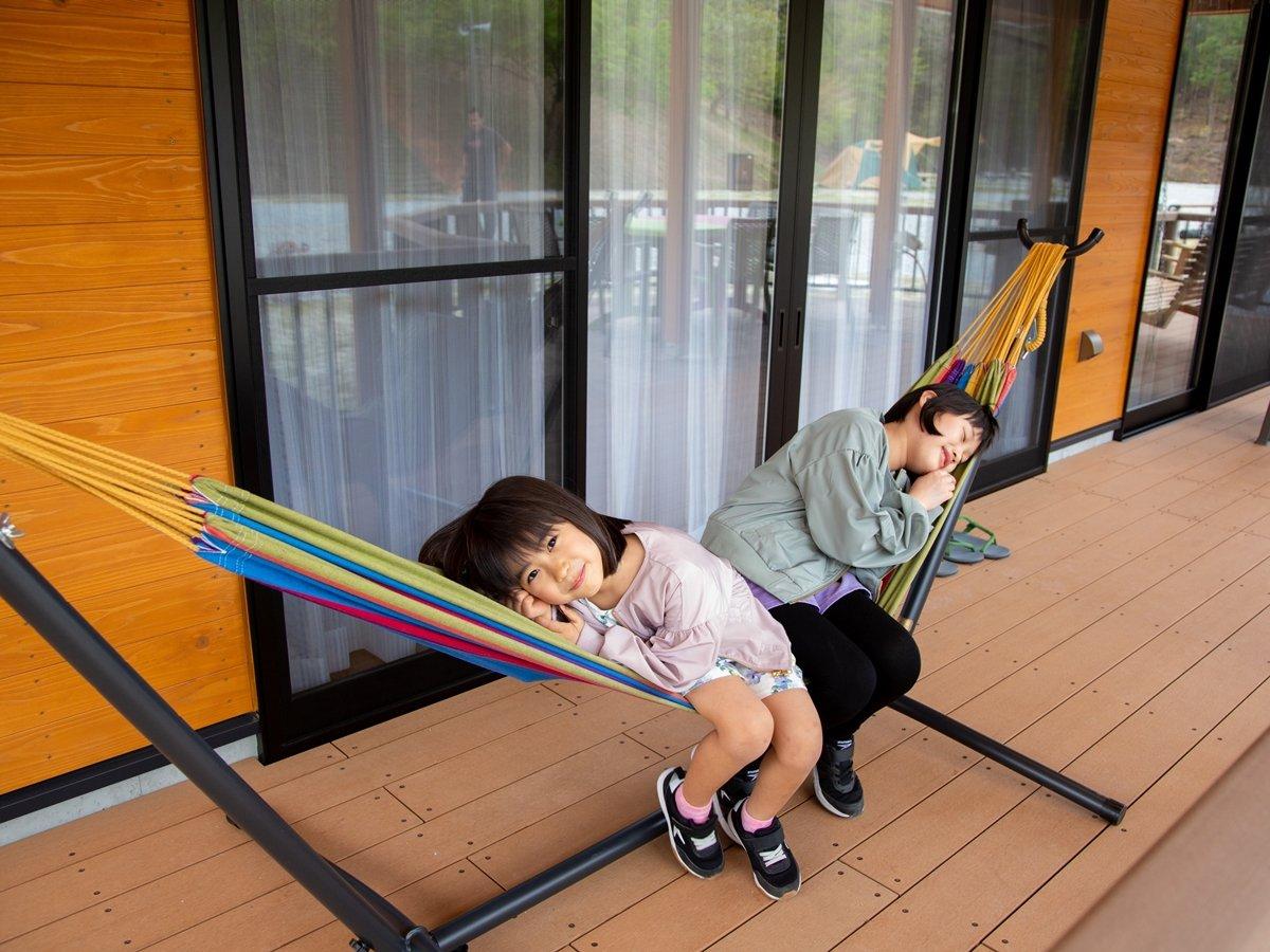 *【グランキャビン】人気のハンモックも常設!そよ風と心地よい揺れで日ごろの疲れも飛んでいきます。