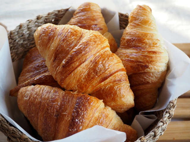 焼きたてパンが大好評♪【朝食付プラン】も人気です。不定期でパンのフロント販売もあります♪
