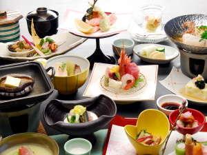 お料理の一例個室部屋食でのご提供です。※時期、人数により、会場でのお食事となる場合がございます。