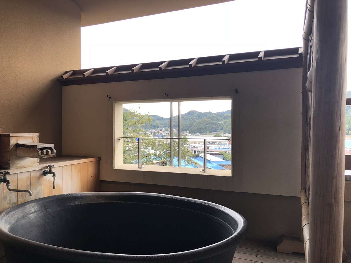 【露天風呂客室:不二】露天風呂でございます。