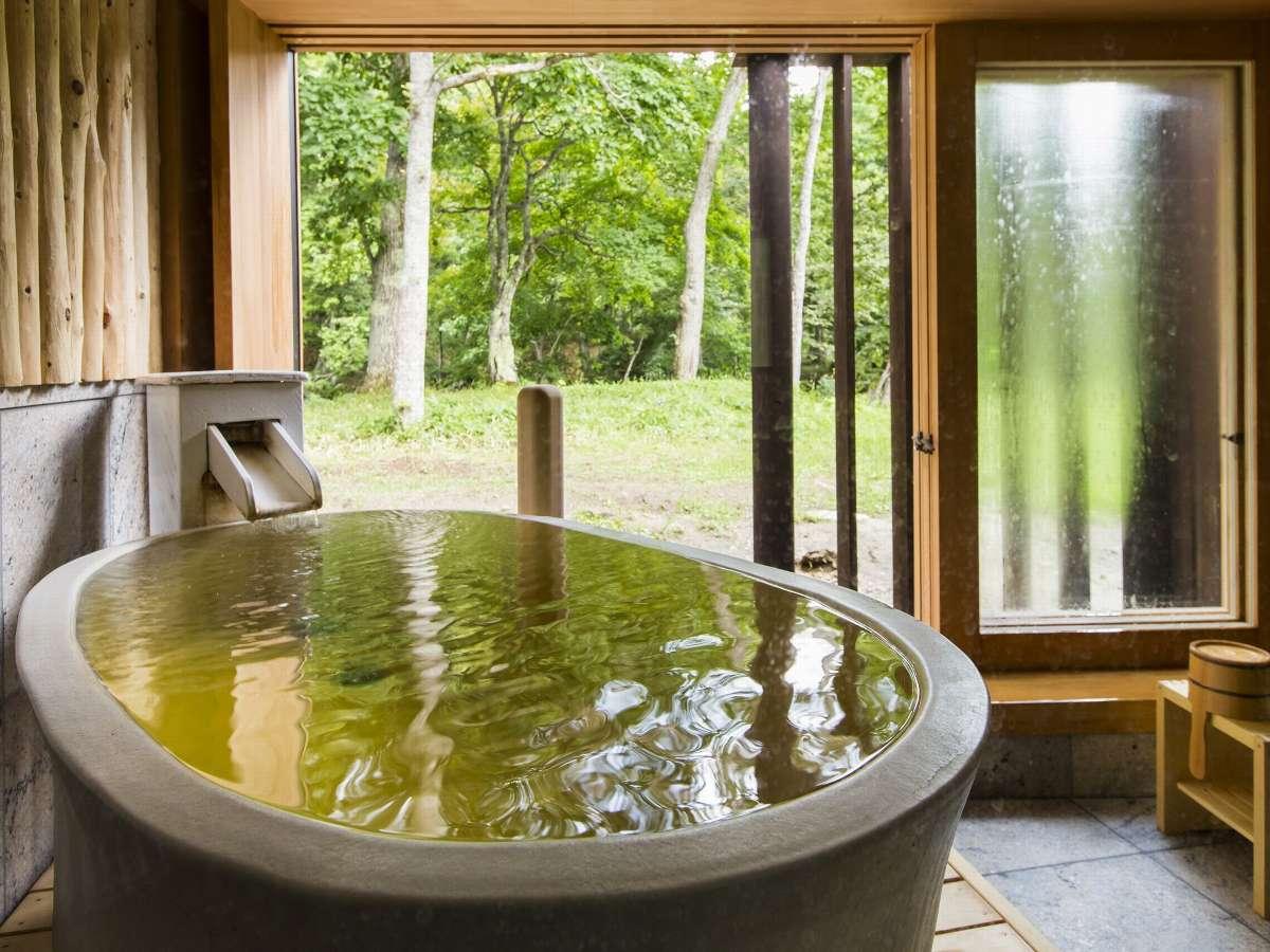 3つの貸切風呂(無料)の内の1つ陶器風呂「風の湯」。