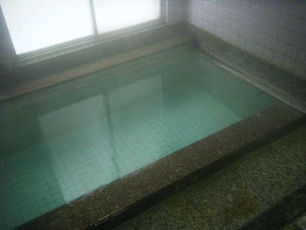 小さいですが源泉100%掛け流しのお風呂です。