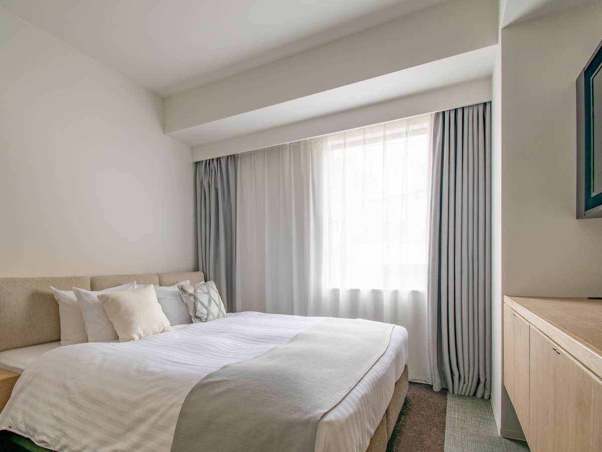 2~9階コンフォートルームは、木目と白の「澄」と、シックで煌びやかな色調の「遊」の2タイプ。