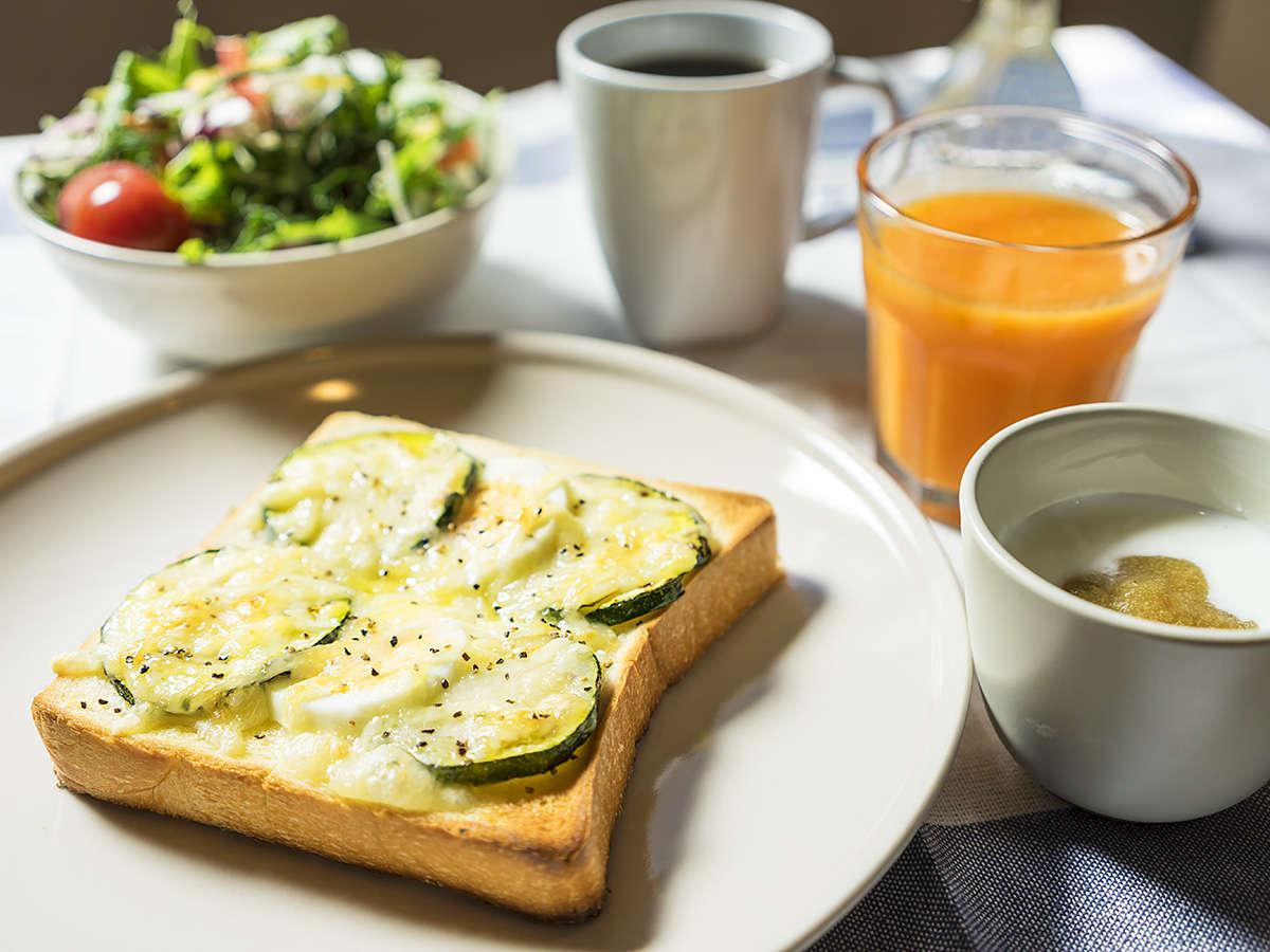 地元野菜を使った、女性に優しいヘルシーな朝食