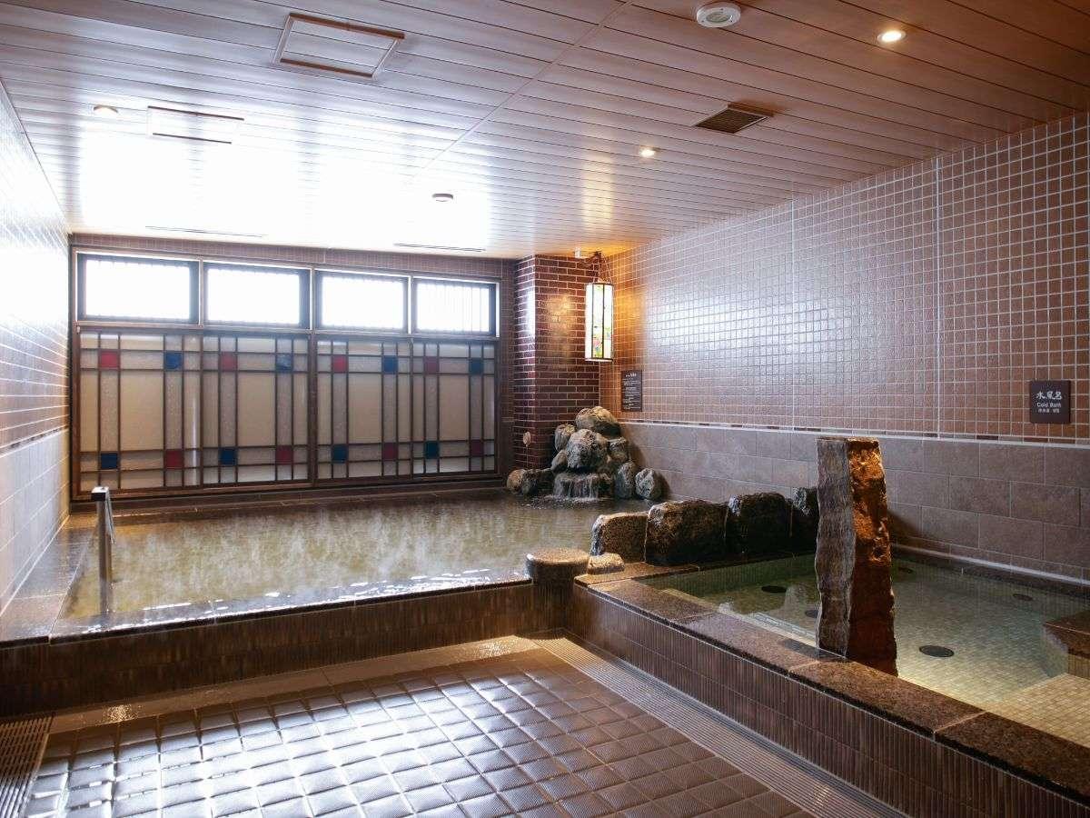 【男性】天然温泉内風呂 (約41~42℃)