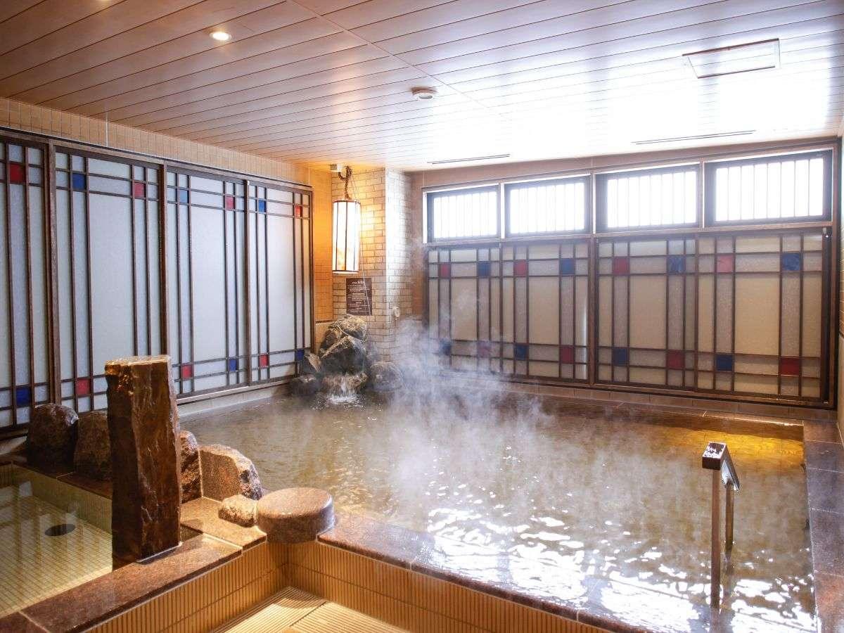 <浪漫の湯>最上階男女別の天然温泉大浴場