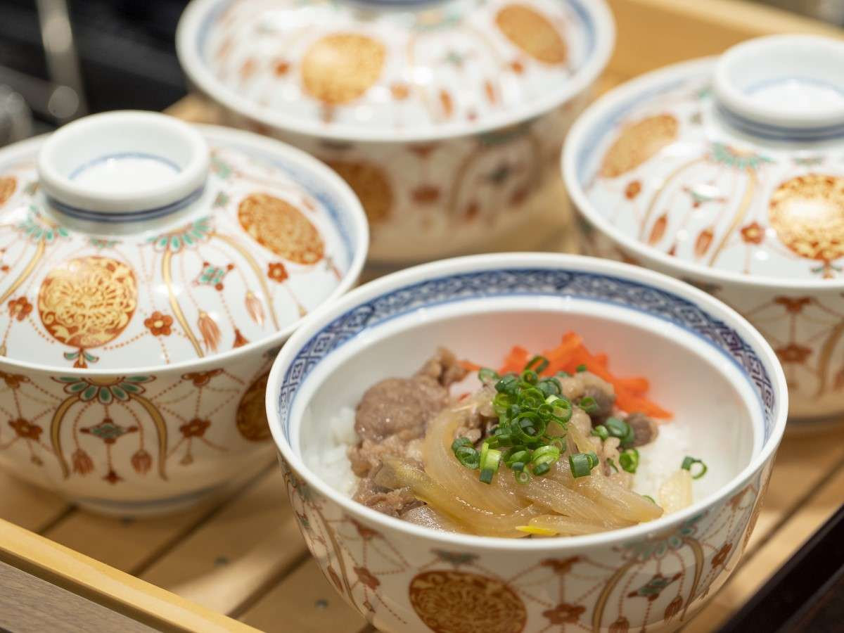 【ご当地逸品】「兵庫県産はりま牛と淡路島産玉ねぎ」を使用した牛丼