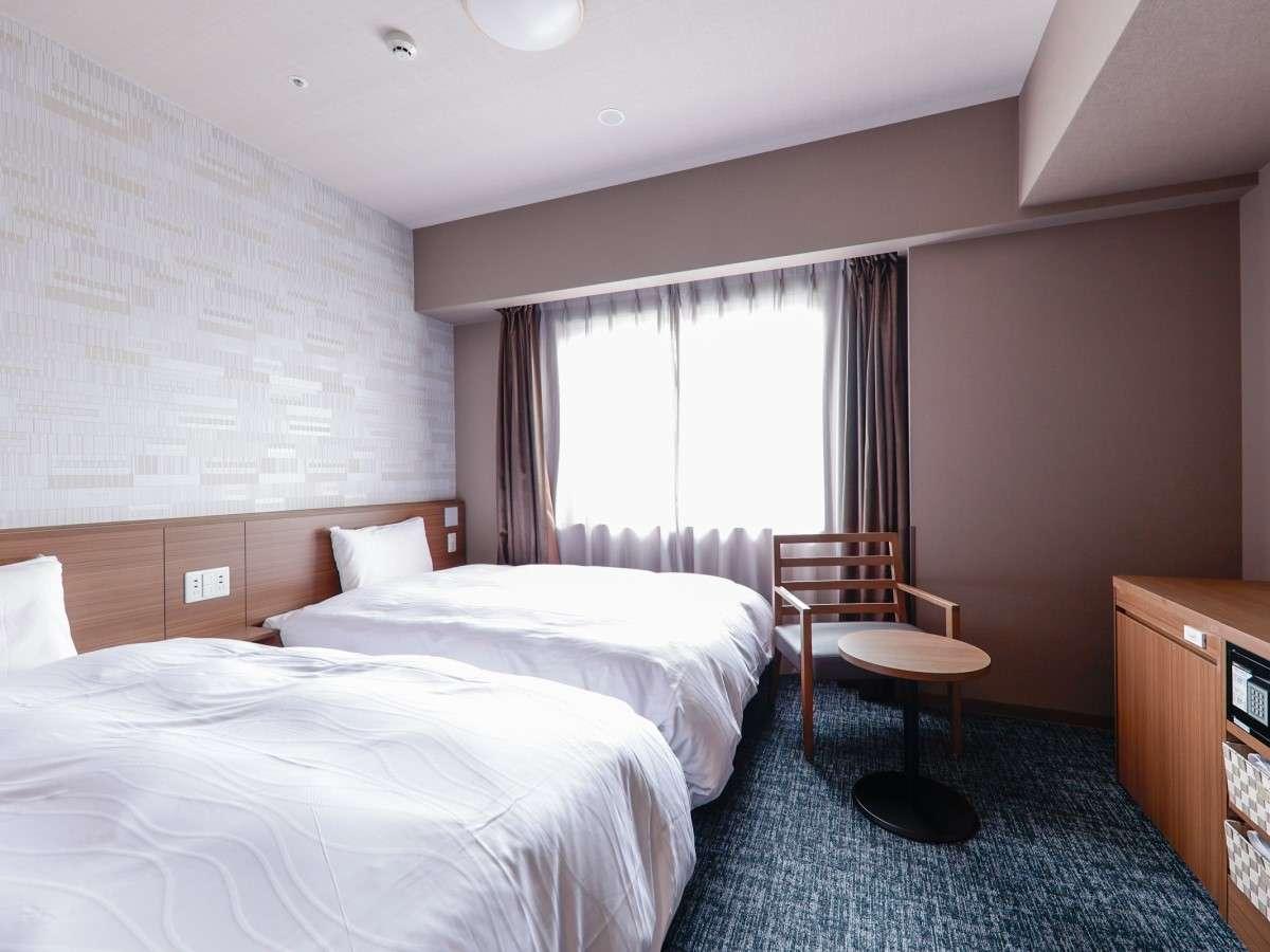 ■ツインルーム広さ23平米(シモンズ社製ベッド120×195センチ×2台)