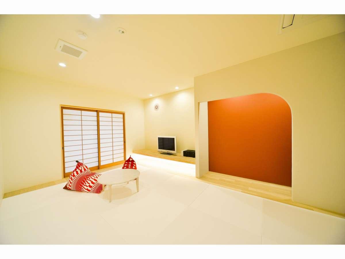 畳も真っ白なデザイン和室「白の間」