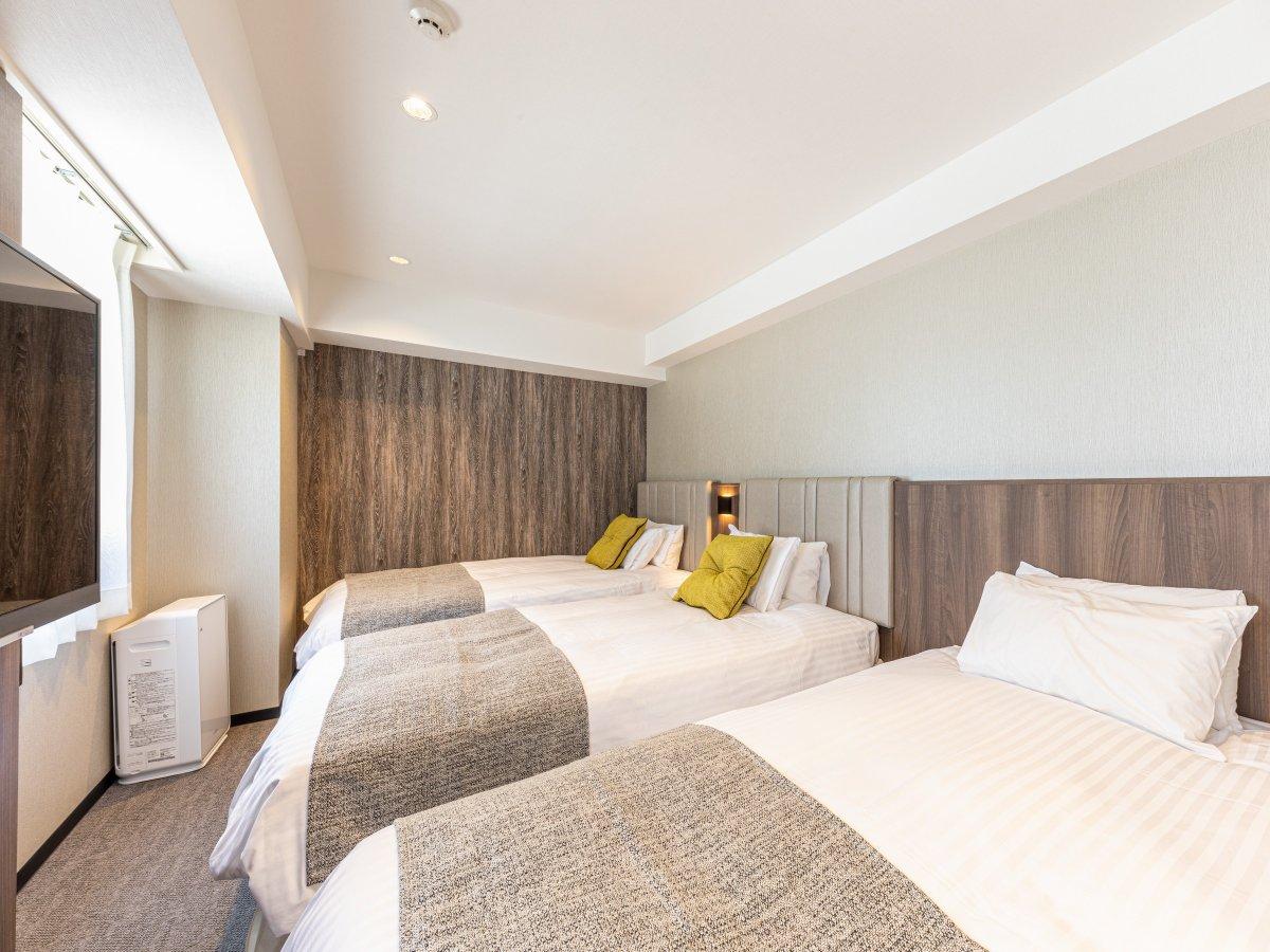 スーペリアツインルーム(24.7㎡)3名様利用時のソファーベッド設置例