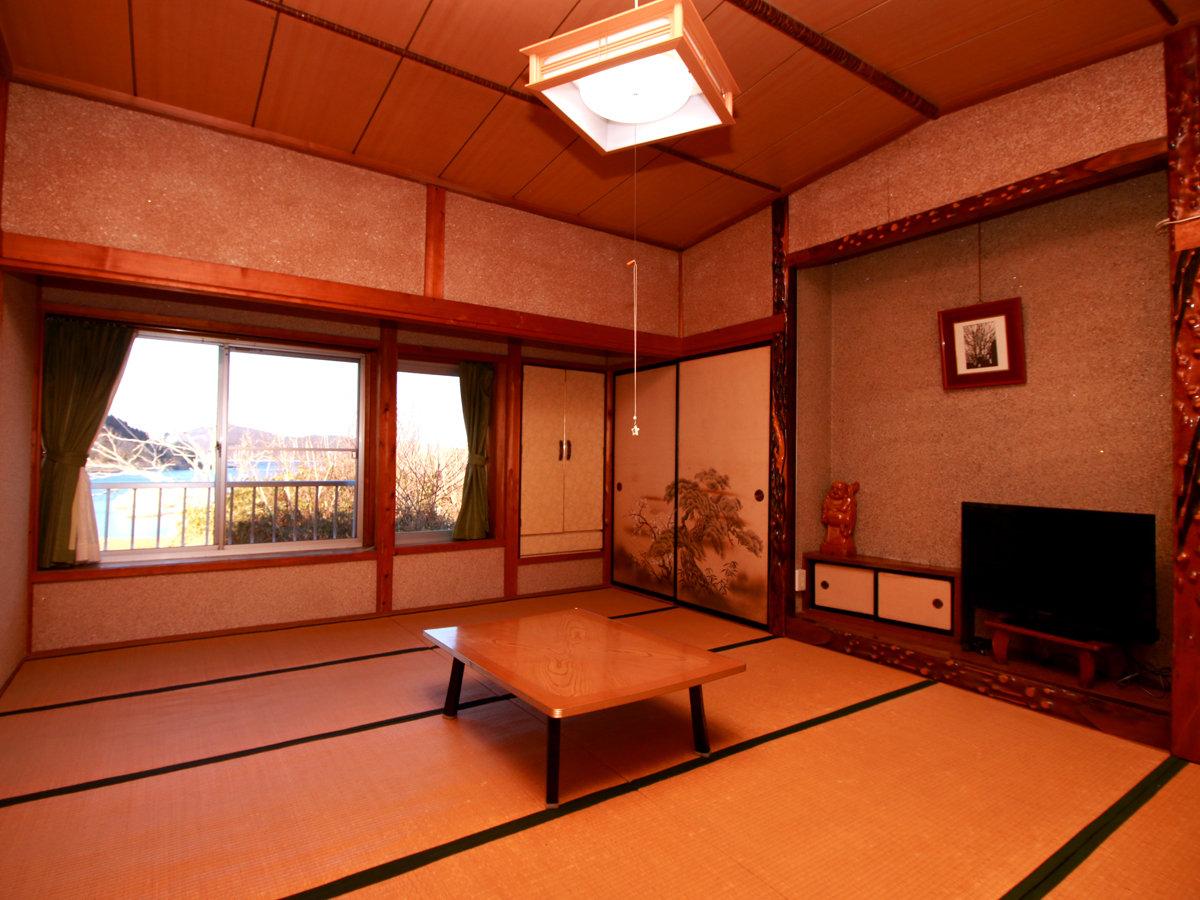 【客室一例】ふすまタイプの古い客室ですので、それが大丈夫な方がお泊まり下さい