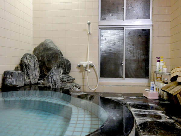 【お風呂】温泉は源泉かけ流し!24時間お好きな時間にお愉しみいただけます。