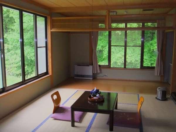 新緑の頃の景色(角部屋)