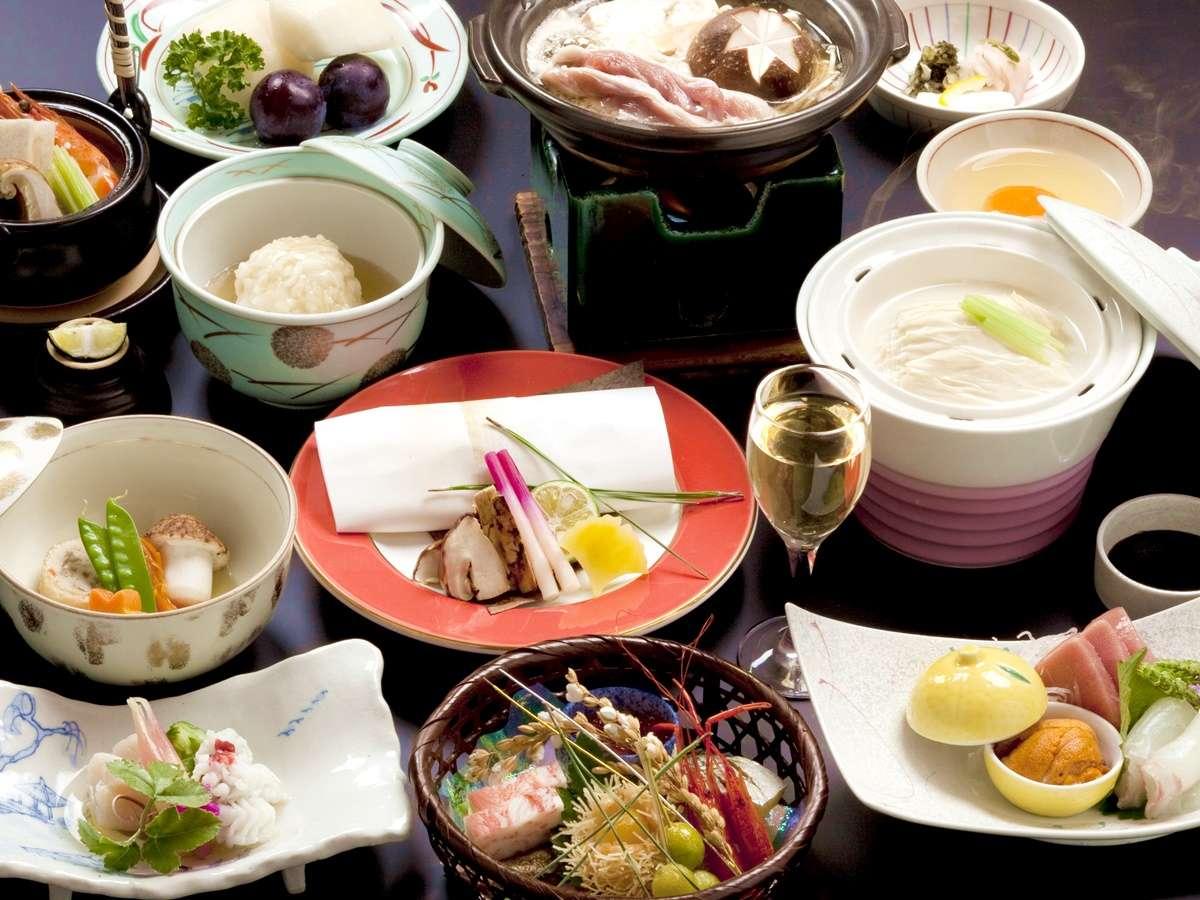 【お食事一例】秋のみやび会席:少し贅沢な京会席をお愉しみください。