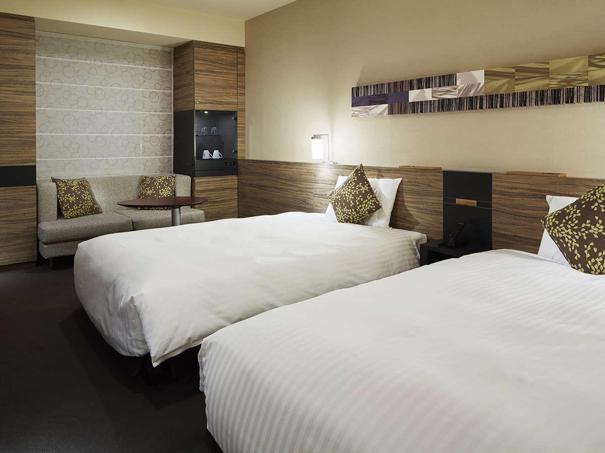 【モデレ-トツイン】 リビングルームのような広さを確保した空間・二人掛けのソファ