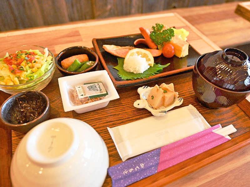 【朝食一例】島の食材を使用したあたたかい和食をご用意いたします!