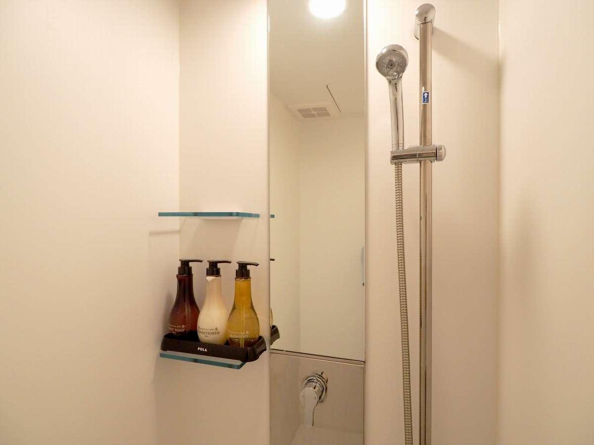 シャワールームにはシャンプー類をご用意しています。