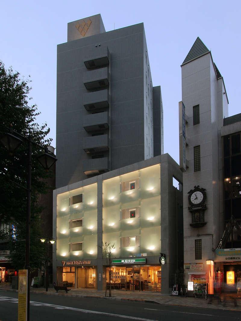 小田急線本厚木駅北口より徒歩3分 駅前の信号を渡り三井住友銀行・有隣堂書店の前の道をお進みください。
