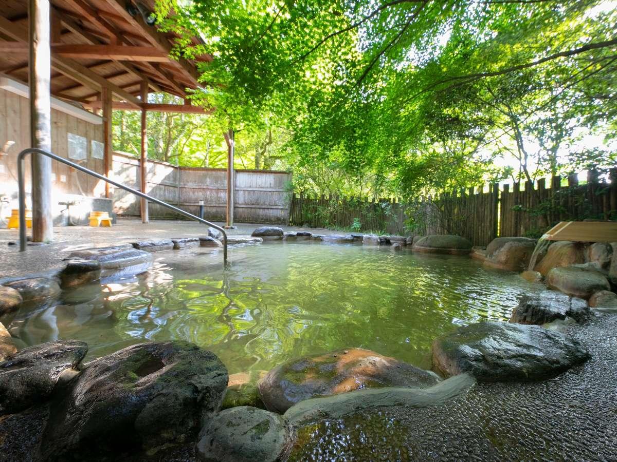 ◆野天風呂・女湯◆四季折々の自然に囲まれた野天風呂です。