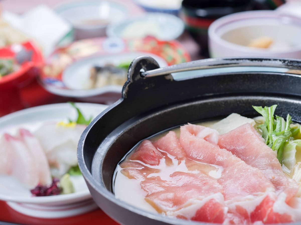 【*スタンダード二食プラン】白味噌鍋はさぬき名物。甘く深みのある味わいです。