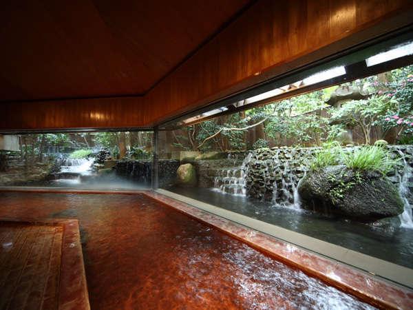 [大正屋滝の湯]季節の移ろいを居ながらにして堪能できる庭園風呂。