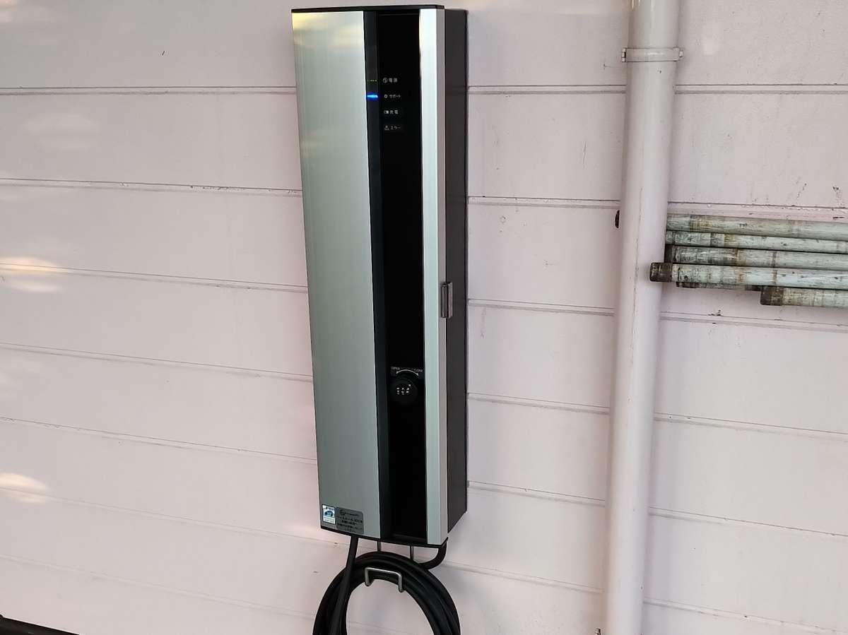 電気自動車の普通充電器1機あります!宿泊の方は無料です!が、先着順となりますのでご了承下さい。