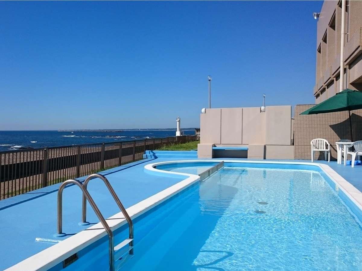 屋外プールは夏季(7月中旬~8月末)限定営業です。