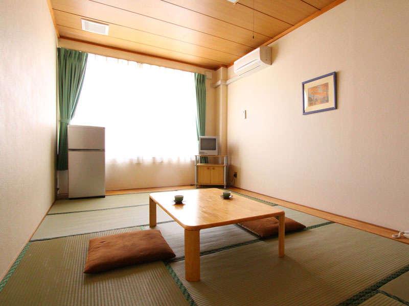 和室10畳(トイレ付)お風呂は温泉浴室をご利用ください。