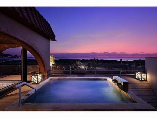 大浴場露天風呂「千の湯」からは夕日や夜景が一望できます