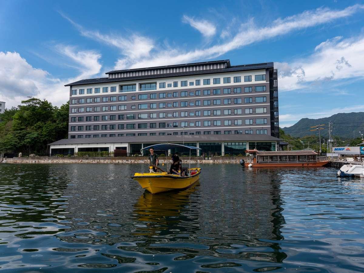 <2020年7月オープン>瀬戸内海に面し、ホテル前桟橋から宮島まで朝・夕方限定 海上タクシーが出航