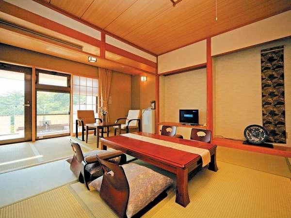 2階客室一例。デザイナーがコーディネートした落ち着いた雰囲気の純和室。