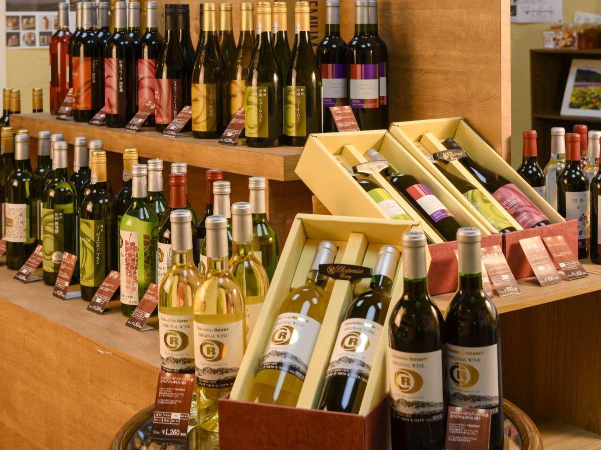 フロント横にあるワインコーナーでお好みのワインをセレクト(有料)