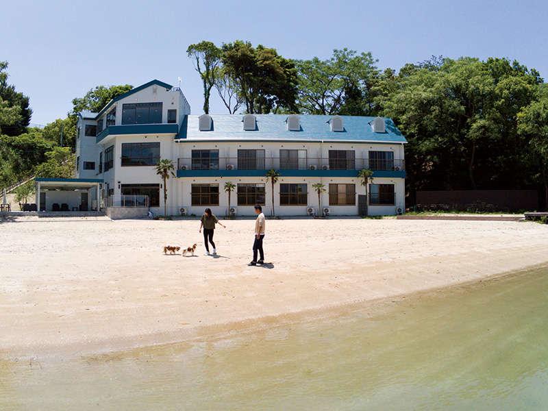 【外観】ホテルの目の前は海水浴場となっております。
