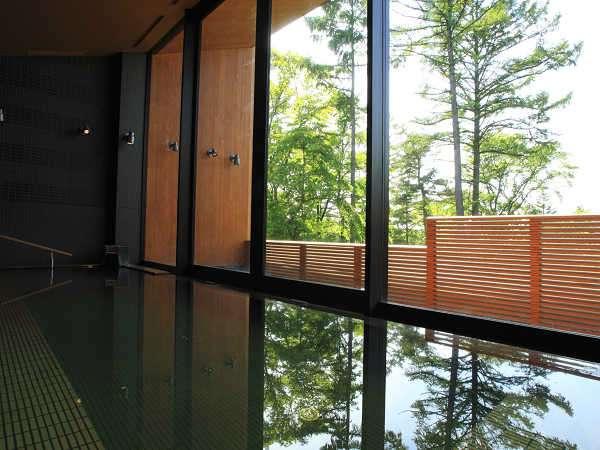 ホテル敷地内より汲みあげた天然温泉を使った温浴施設(イーストツイン宿泊者無料)