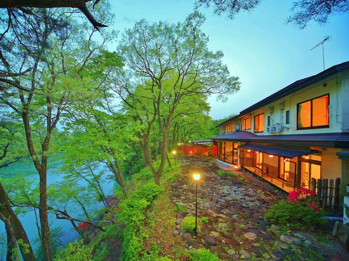 鬼怒川をどの部屋からでも一望できる静かなおやど       季節を感じながらゆっくりとお過ごしいただけます