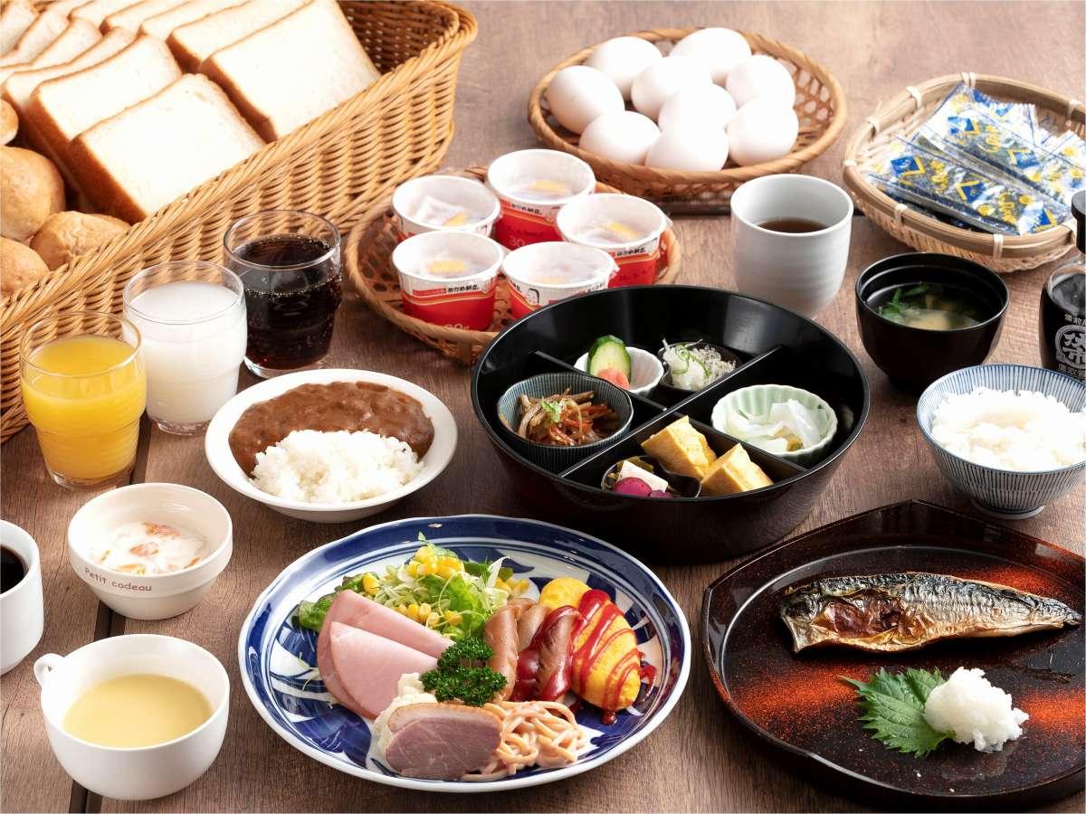 ★洋食、和食から選べる朝食。パン・ご飯・カレー・ドリンク等はおかわり自由(通常1食800円:定休日有)