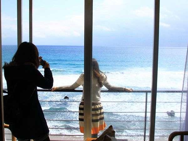 砂浜も白く透明度も高い美しい海、しかもこんな近くに・・・。