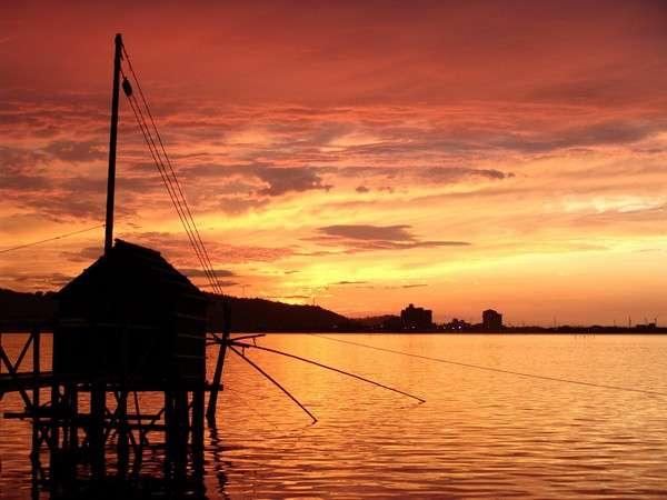 水明荘から見た東郷湖の夕焼け
