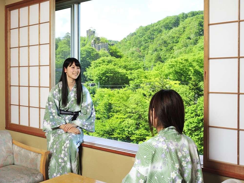 名取川沿いの新緑が美しい窓辺